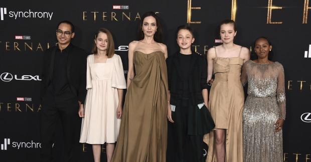 Auftritt mit Kinderschar: Angelina Jolie und ihr Nachwuchs