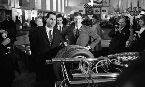 Jack Brabham und Jochen Rindt bei der Rennwagen Show in Wien.