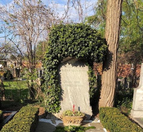 Das Grab des Rennsportlers am Grazer Zentralfriedhof.