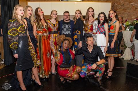 Drei Shows an einem Abend | Credit: 1st Place Models/Albert Stern