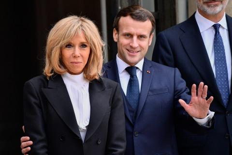 Emmanuel & Brigitte Macron   Credit: viennareport.at