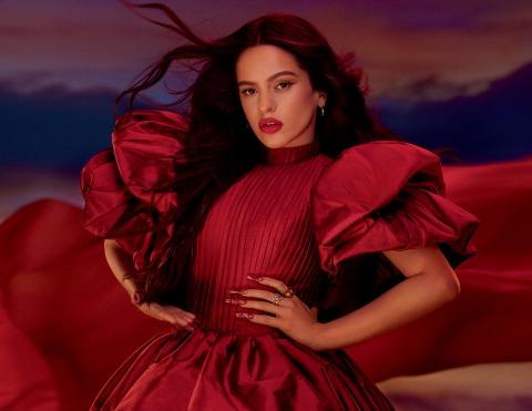 Die spanische Sängerin Rosalía für Mac Cosmetics.
