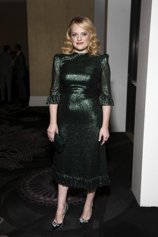 US-Schauspielerin Elisabeth Moss im Falconetti-Kleid,  Ganzkörperporträt.