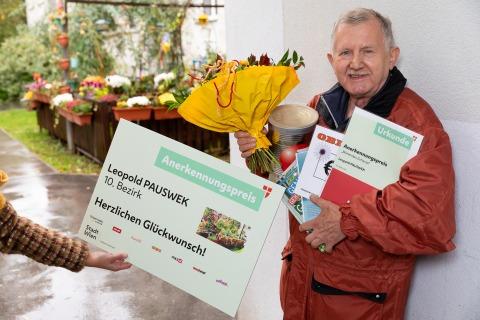 Leopold Pauswek wird ausgezeichnet