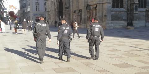 Polizei am Stephansplatz