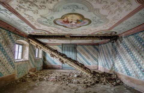 Verfallener Vierkanthof | Credit: urbex_photography_roli