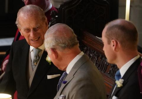 Prinz Philip an der Seite seines Sognes Prinz Charles und Enkel William bei der Hochzeit seiner Enkelin Eugenie | Credit: ROTA/Camera Press/picturedesk.com