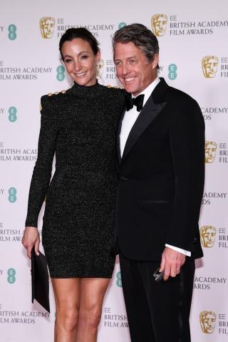 Hugh Grant und Anna Eberstein bei der Verleihung des britischen Filmpreises BAFTA | Credit: Alberto Pezzali / AP / picturedesk.com