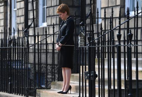 Schottlands First Minister Nicola Sturgeon während der Trauerminute für Prinz Philip | Credit: ANDY BUCHANAN / AFP / picturedesk.com