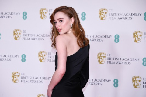 Phoebe Dyvenor bei den BAFTA Awards 2021 | Credit: Alberto Pezzali / AP / picturedesk.com