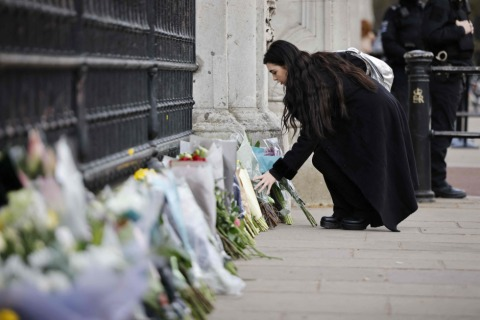 Zahlreiche Blumen in Erinnerung an Prinz Philip in kürzester Zeit | Credit: TOLGA AKMEN / AFP / picturedesk.com