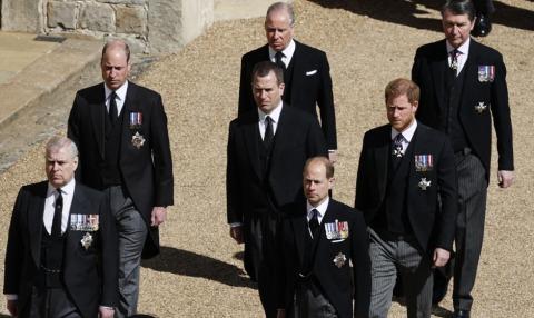 Andrew und Edward gefolgt von William und Harry | Credit: ADRIAN DENNIS / AFP / picturedesk.com