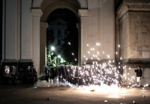 Feuerwerkskörper gegen Polizei