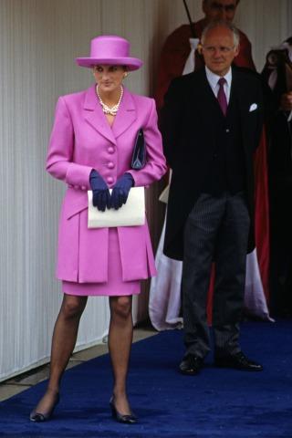 Lady Diana in einem pinken Kostüm