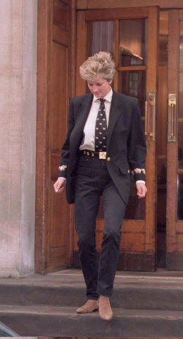 Lady Diana in einem Anzug