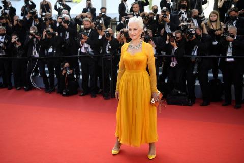Schauspielerin Helen Mirren in einem gelben Kleid