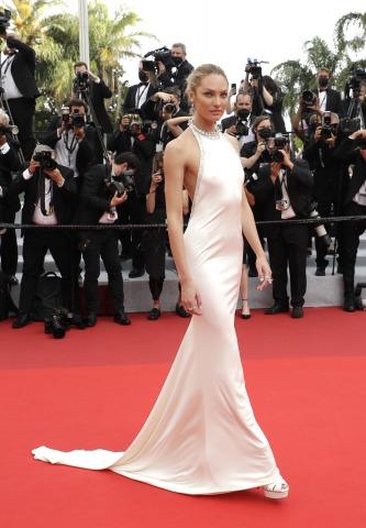 Model Candice Swanepoel am Roten Teppich