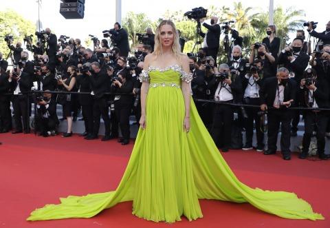 Bloggerin Chiara Ferragni in einem gelben Kleid