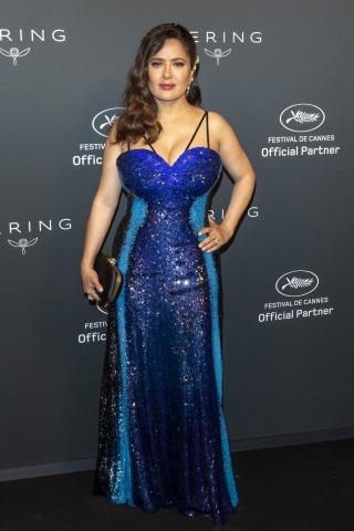 Schauspielerin Salma Hayek in einem blauen Kleid