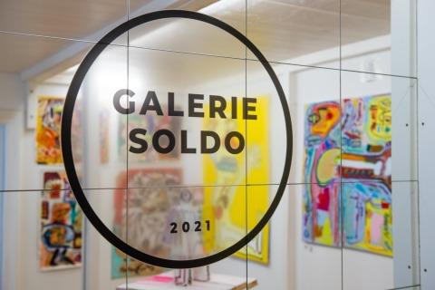 Glastür mit Schriftzug Galerie Soldo