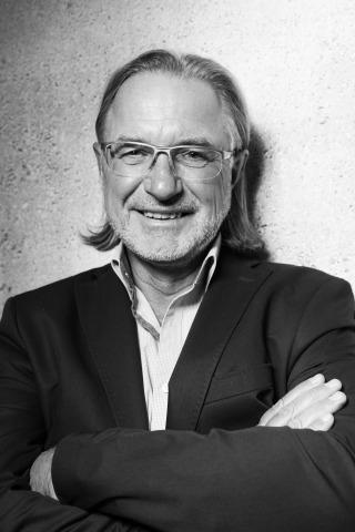 Schwarz-Weiß-Porträt des Immobilientreuhänders Friedrich Höbart