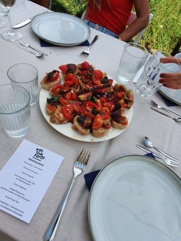 Bruschetta auf einem Tisch