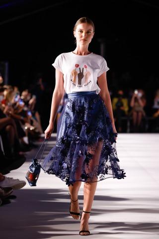 Ein Model am Laufsteg auf der Wiener Fashion Week