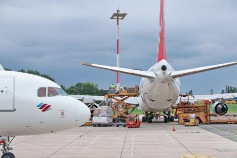 Flugzeuge werden vor dem Abflug beladen | Credit: Linz Airport