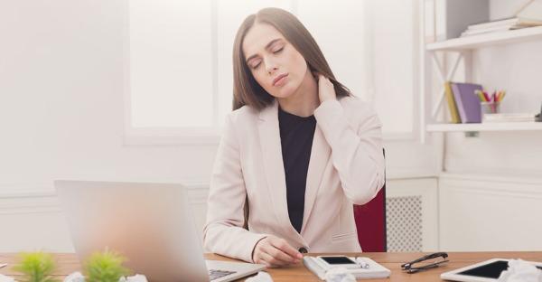 Verspannt? Die 5 besten Nackenübungen fürs Büro!
