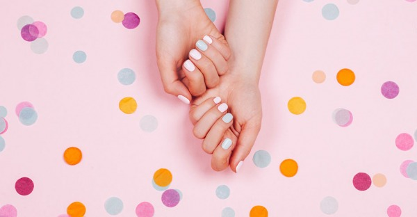 Weiße Flecken auf den Fingernägeln? Das ist der wahre Grund dafür