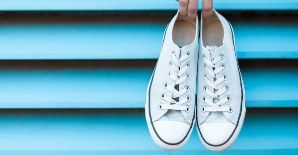 Sneaker-Hacks: So werden die Schuhe wieder weiß