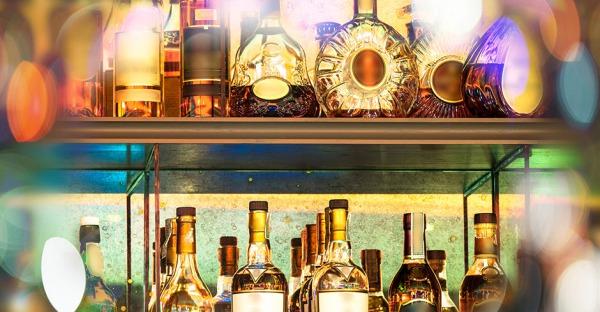 5 Spirituosen im Check: So lange sind Bier, Wein und Co. haltbar