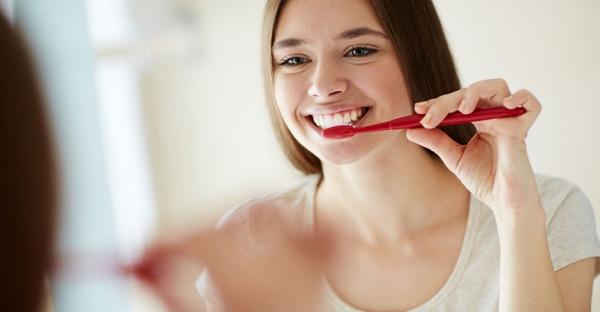 Zähneputzen: Diesen einen Fehler machen wir alle!