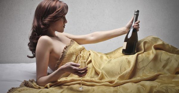 Mythencheck: Schläft man nach einem Glas Wein wirklich besser?