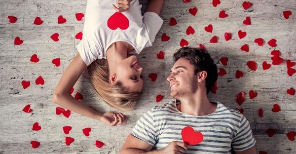 Ein Hoch auf die Liebe! 7 Bräuche für Paare