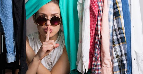 5 Tipps: So werden Sie muffigen Geruch im Kleiderschrank los