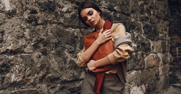 5 ungewöhnliche Dinge, die Frauen in der Handtasche haben