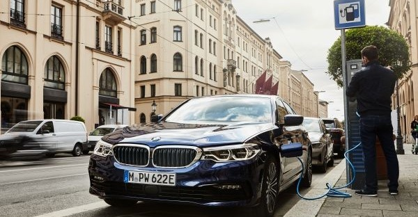 Grünes Bayern: BMW 530e und 330e