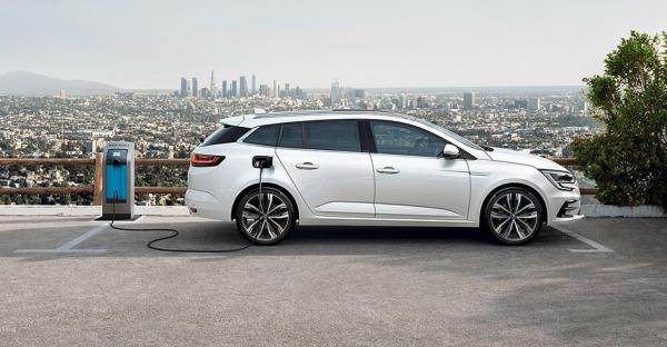 Renault Megane E-Tech: Franzose hängt am Kabel