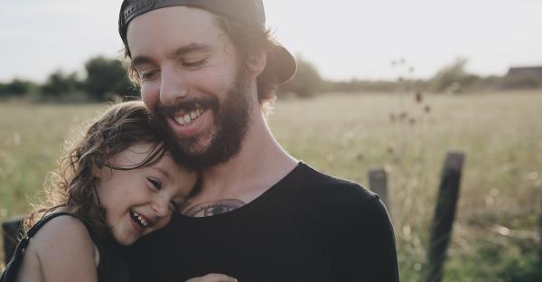 """""""Ich hab' dich lieb, mein Schatz!""""  – Acht Wege, Kindern seine Liebe zu zeigen"""