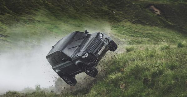 8 geniale Autos, die James Bond zerstört hat