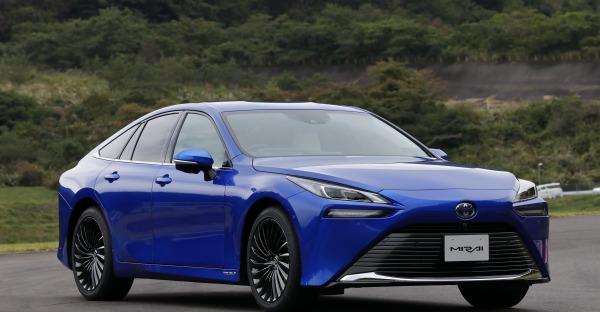 Der neue Toyota Mirai: Stoff geben mit Wasser