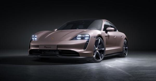 Neuer Porsche Taycan im Anrollen