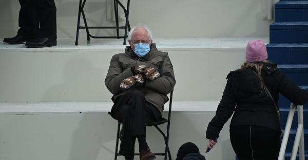 USA: Bernie Sanders sitzt - Twitter explodiert