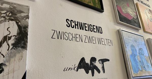 Kunstausstellung: Schweigend zwischen zwei Welten