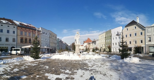 Eferdings Stadtplatz im Winter