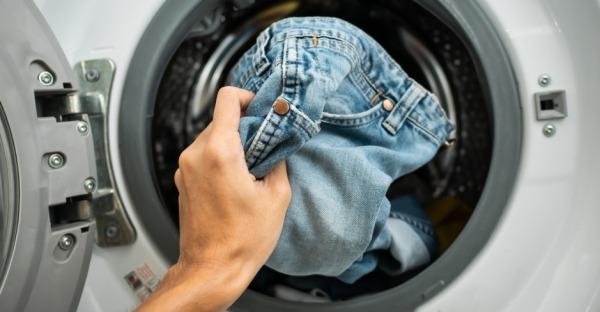 Wie man seine Lieblingsjeans richtig wäscht