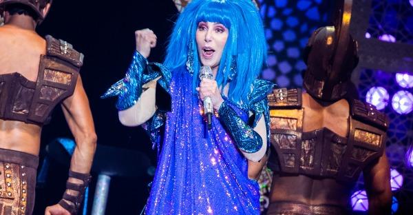 Mamma mia! Die alterslose Cher ist 75
