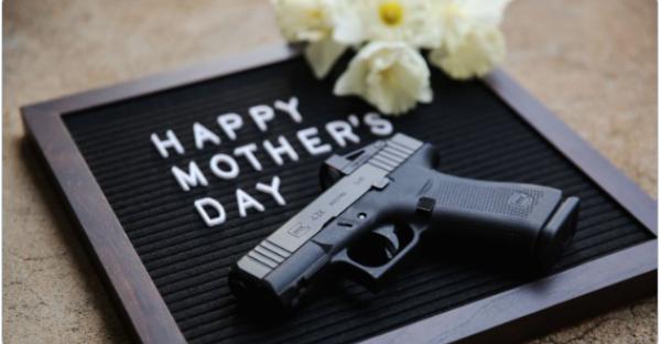 Aufregung im Netz: Glock gratuliert mit Waffe zum Muttertag