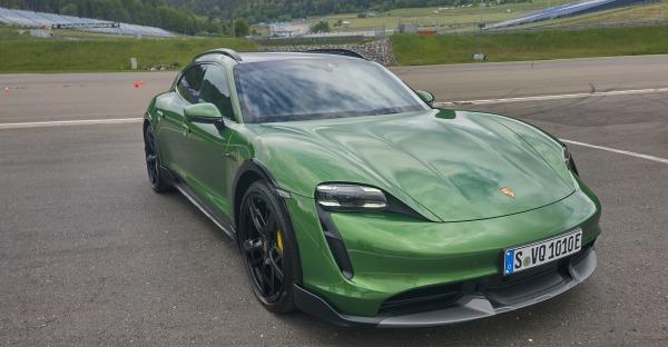 Porsche Fahrtest: Mit E und GT am Ring